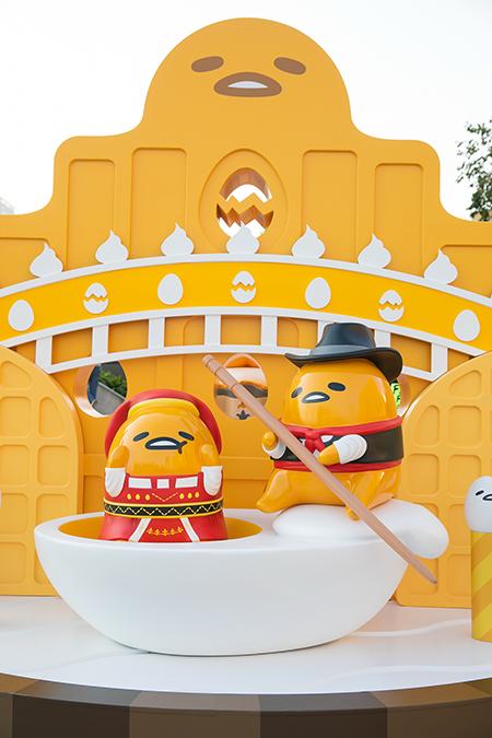 《銀娛呈獻:梳乎蛋在澳門》正門入口處GUDETAMA將化身為富有葡國服飾風情的船夫,迎接一眾遊人!