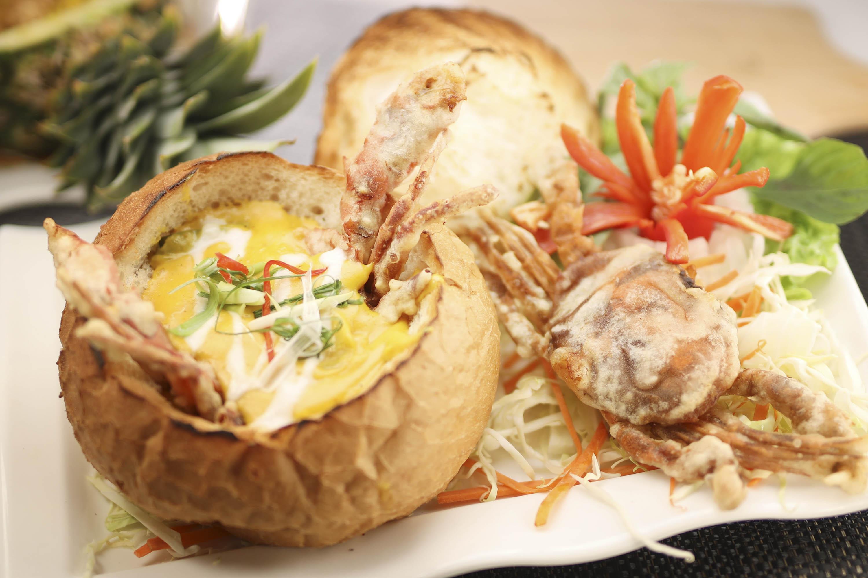 「金泰園」的「脆香咖哩大包軟殼蟹」是店舖特色菜式之一,香脆軟殼蟹配搭香濃泰式咖哩,裝入外脆內軟的大包內,香口惹味。