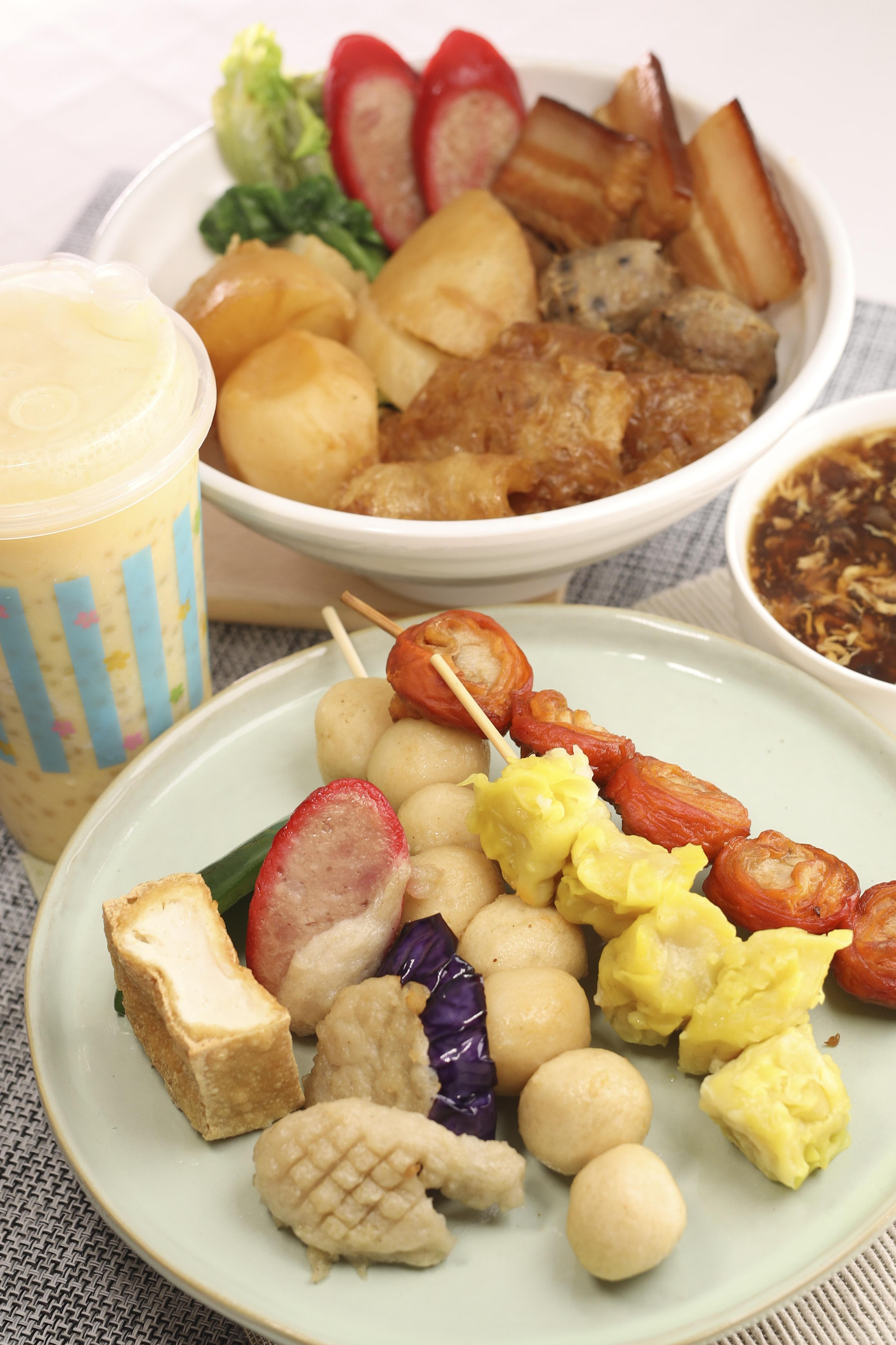 「長發食堂」,有港式傳統車仔麵、地道街頭小吃如煎釀三寶及炸大腸等食物,是市民的消夜勝地。