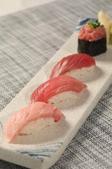 「鮪世市場」有具15年日本料理經驗師傅每日即製本鮪壽司盛,絕對是驚喜之作!