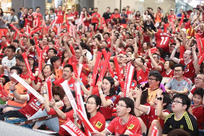 奧海城特別打造「Lets Goal Together 全城開波」主題活動,特設450吋大電視(相等於100部45吋電視)直播所有賽事,VIP球迷專區觀眾更可盡情投入狂熱氣氛!