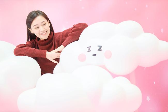 於「白雲朵朵」騰雲駕霧,拍出吸睛「呃like」照片