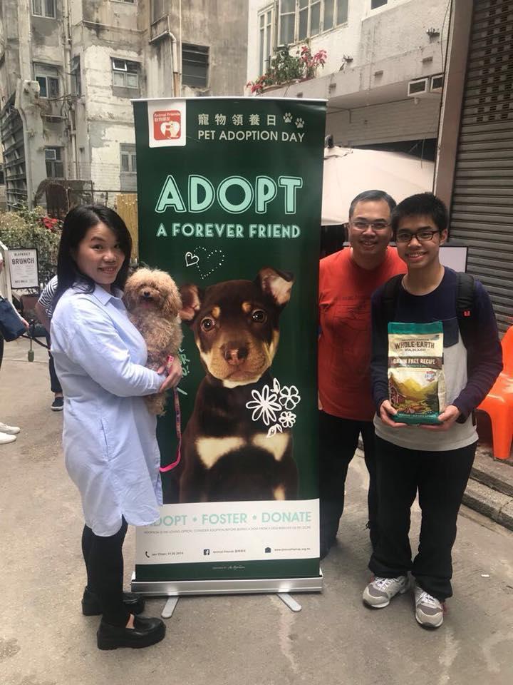 港灣豪庭廣場聯同動物慈善機構「動物朋友」舉行「獅子王狗狗領養日」,希望一眾流浪狗能夠得到點點溫暖,找到一個幸福的家。 (2)