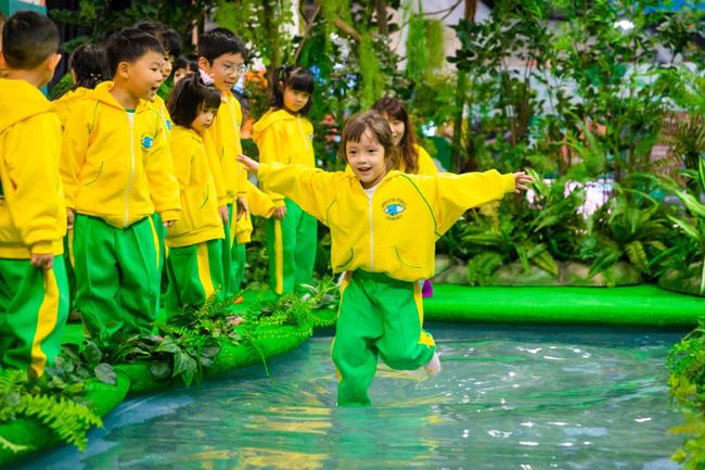 神奇叢林區_大家將可化身敏捷度極高的雙冠蜥蜴,以輕盈身軀快速橫過特製的水面2