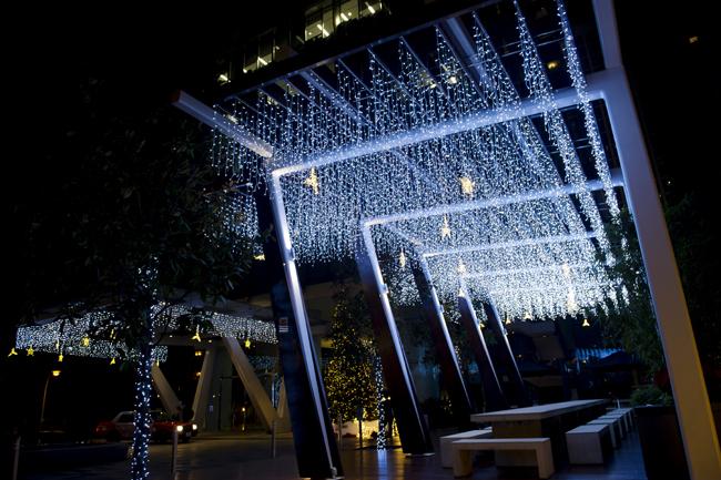 還有以藍色LED燈打造的銀河隧道,讓整個空間宛如一個夢幻世界,拍照效果一流。