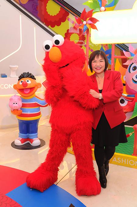 「最紅玄學家」麥玲玲夥拍Elmo 拍攝宣傳短片