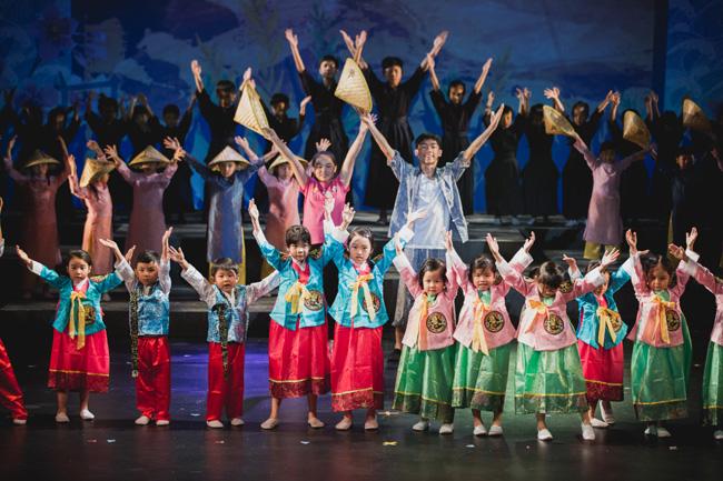 香港兒童音樂劇團《尋找名字的魔法書》劇照 (1)