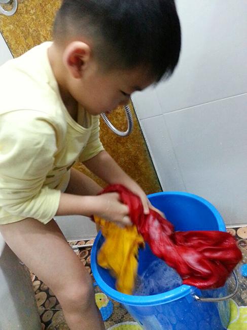 硕仔4岁的洗裤经验