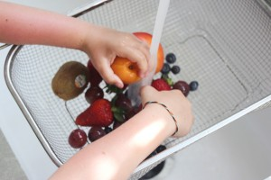 20120727-COOKINGlv3-Rainbow_Fruit_Popsicles-2