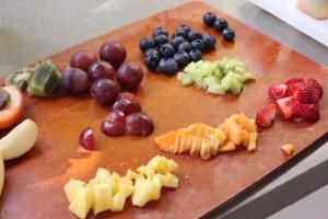 20120727-COOKINGlv3-Rainbow_Fruit_Popsicles-3