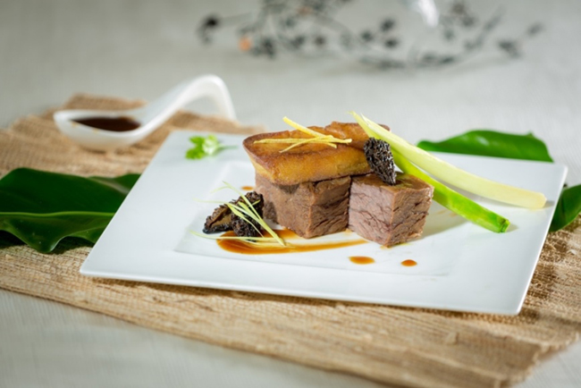 Braised beef short ribs with morel mushroom and pan-fried goose liver 香煎鵝肝配羊肚菌燜牛肋肉