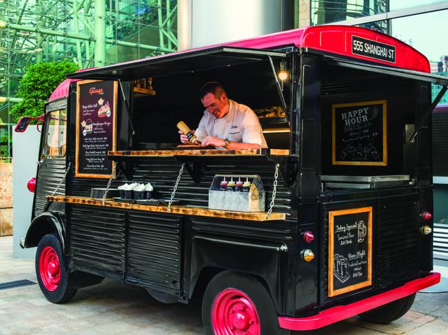Food truck at The Garage Bar 美食車