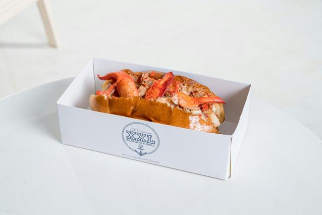 xxl-lobster-roll-landscape